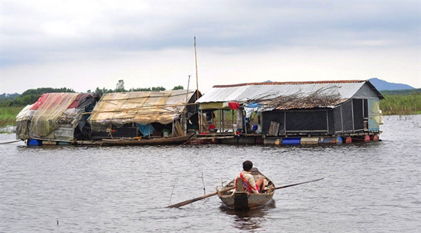 Floating classroom helps children in fishing village to integrate into community