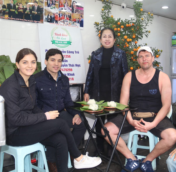 Cudweed cake: a must-try dish in Hanoi