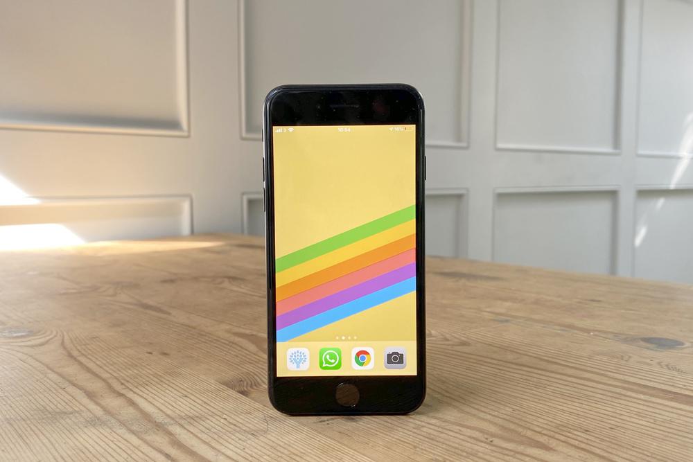 Cách xem tỉ lệ phần trăm pin còn lại trên iPhone SE 2020