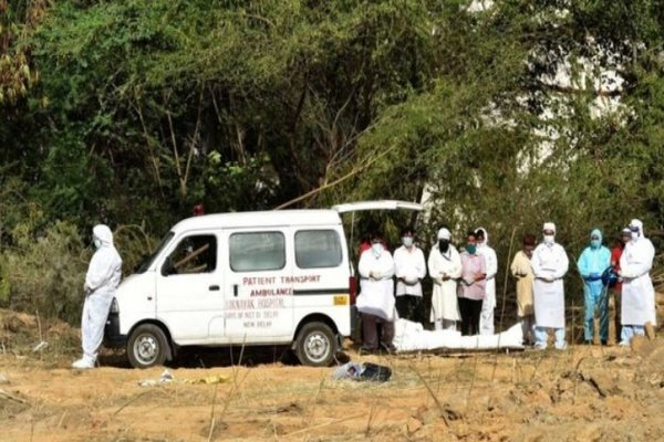 Những ám ảnh khi an táng thi thể nạn nhân Covid-19 tại Ấn Độ