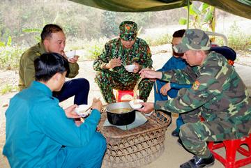 Xúc động hình ảnh các chiến sĩ nơi tuyến đầu chống dịch