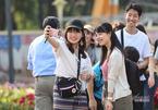 Du lịch 30/4-1/5: Nhiều gia đình 'mê' nghỉ dưỡng chọn tour gần