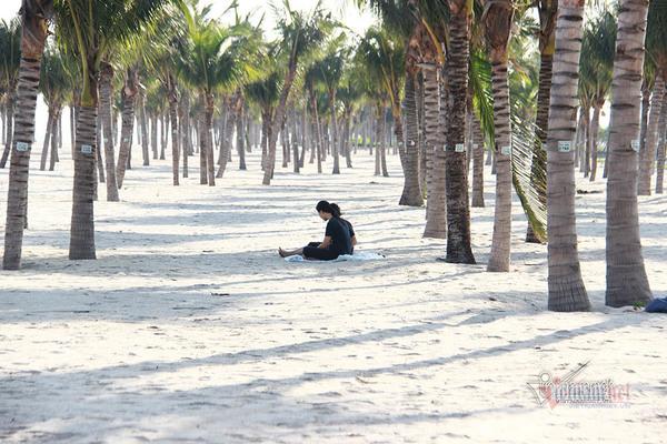 Cảnh hiếm có ở bãi biển Quảng Ninh dịp nghỉ lễ 30/4