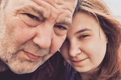 Cặp đôi chênh nhau 42 tuổi: Chỉ chung sống, không sinh con