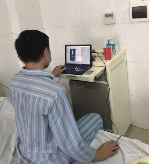 Bệnh nhân Covid-19 sáng chế máy rửa tay tự động khi nằm điều trị