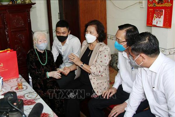Chủ tịch QH thăm các Mẹ Việt Nam Anh hùng, Anh hùng Lực lượng vũ trang