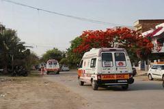 Dùng xe cứu thương né lệnh phong tỏa Covid-19 để đi đón dâu