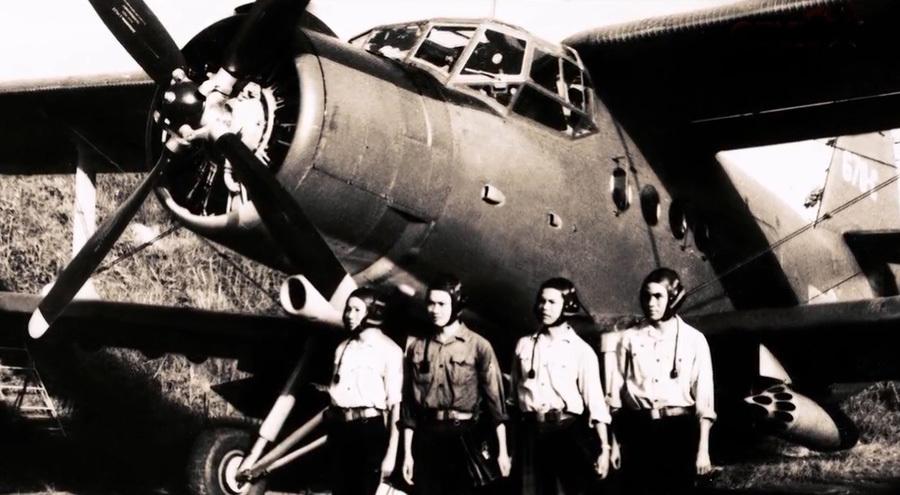 Lễ kết nạp đảng viên giữa bầu trời sau trận tập kích căn cứ Mỹ