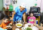 Japanese teacher breaks barriers withautistic Vietnamese children