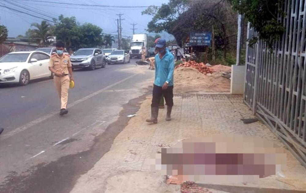 Trăm ô tô rời Đà Lạt mắc kẹt hàng cây số vì tai nạn giao thông