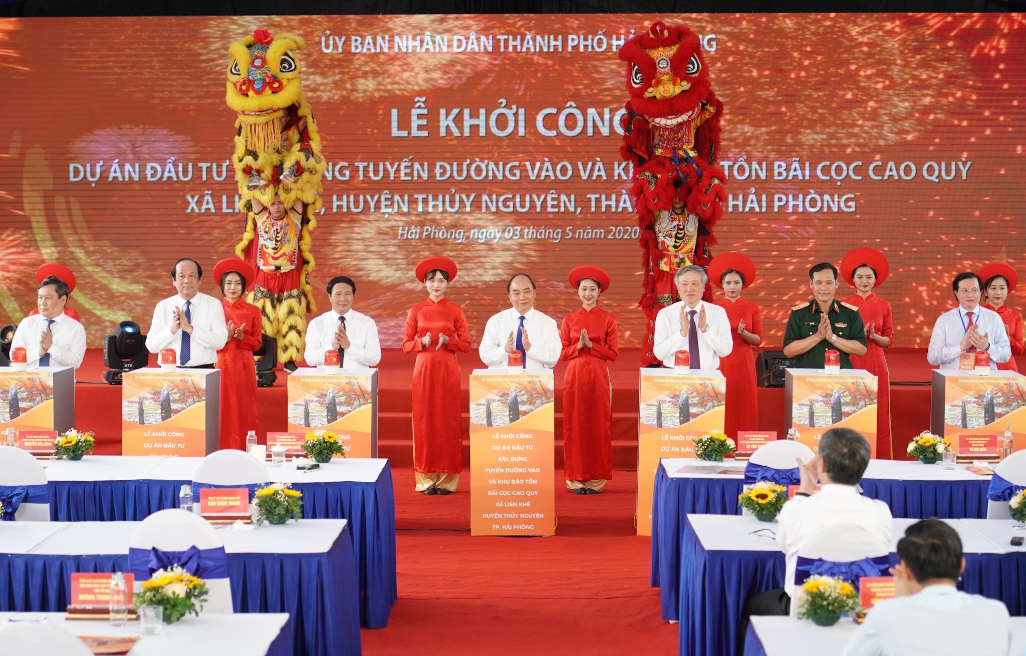 Thủ tướng dự lễ thông xe dự án nút giao nam cầu Bính