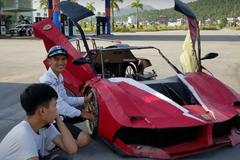 Siêu xe bằng bìa carton của nhóm bạn trẻ Việt gây sốt báo nước ngoài