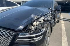 Xe sang Hyundai Genesis G80 2021 gặp nạn ngay sau khi giao xe