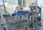 Phi công Vietnam Airlines nguy kịch, phổi tổn thương nặng