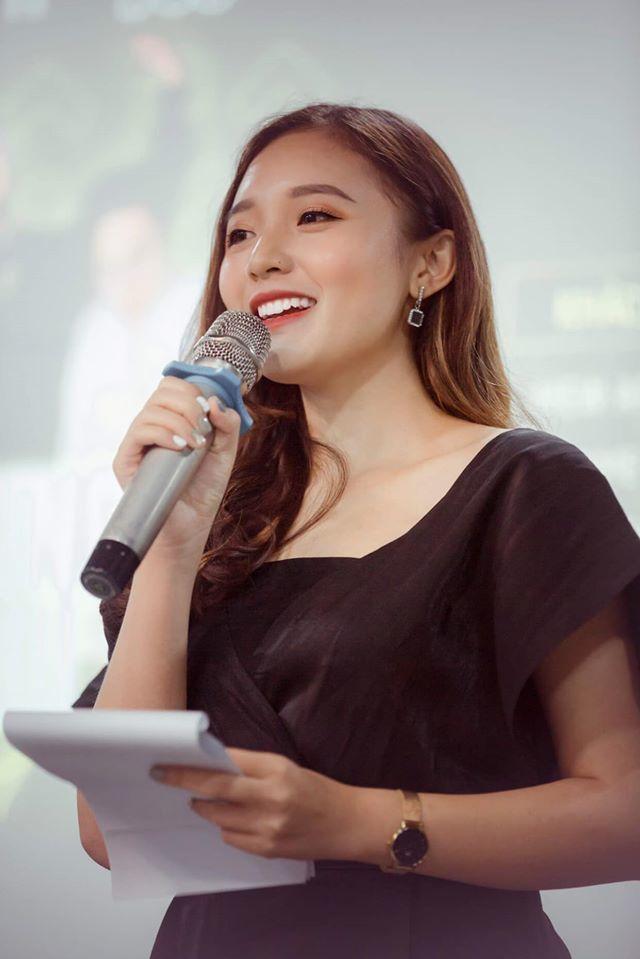 MC trẻ nhất VTV: 1m53, xinh đẹp, hát hay, đôi khi khóc trộm một mình