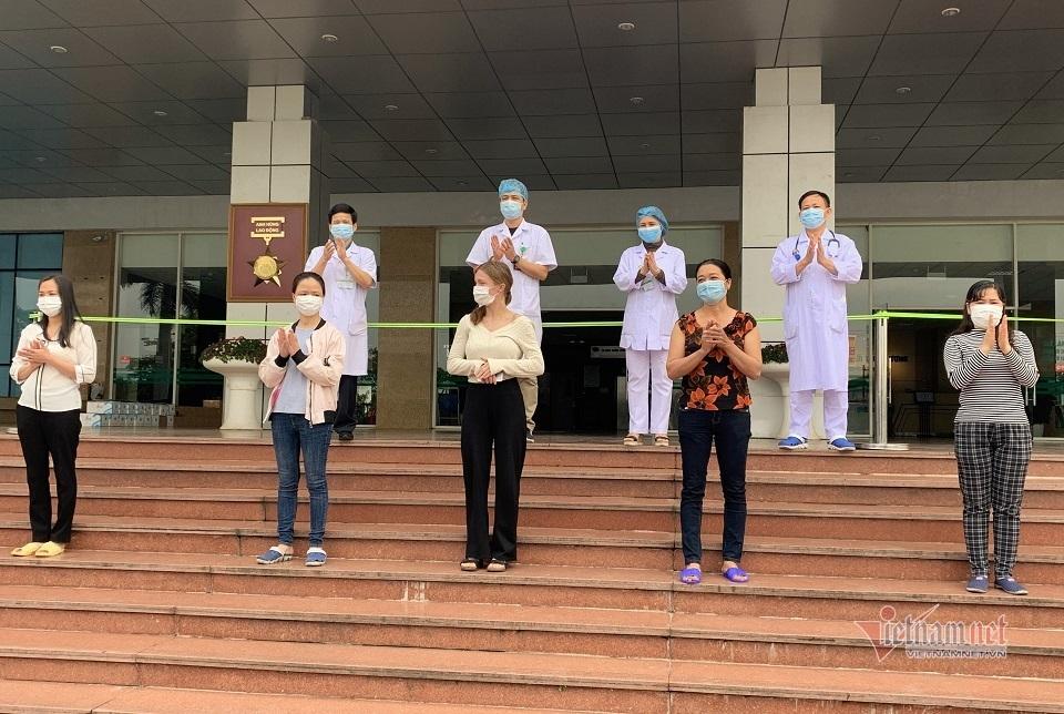 Gia đình 3 người mắc Covid-19 ở Hà Nội: 'Đây là cú sốc quá lớn'