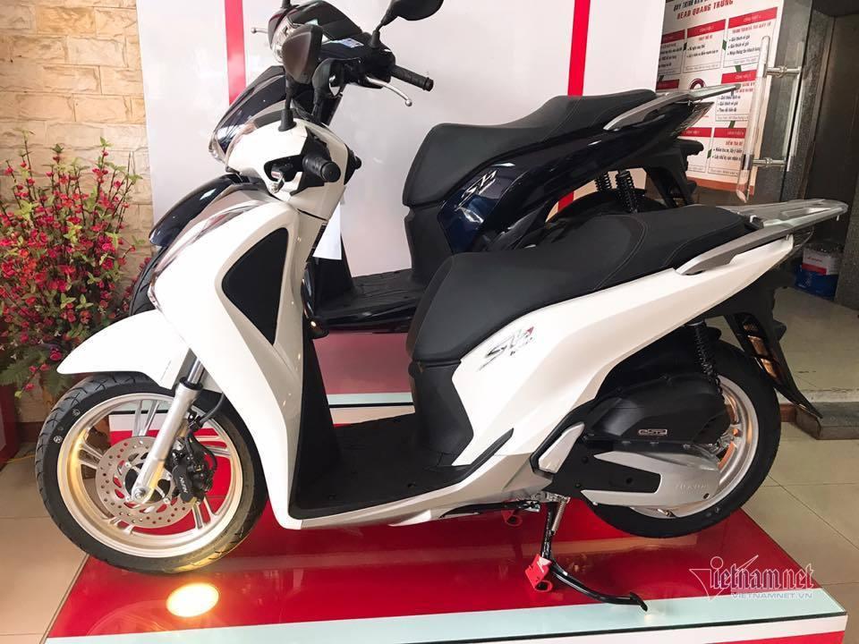 Giá xe máy tháng 5 bật tăng trở lại, Honda SH vẫn chênh giá cao