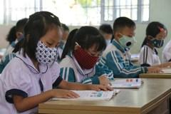Bé mầm non, tiểu học ngồi giãn cách ngày trở lại trường