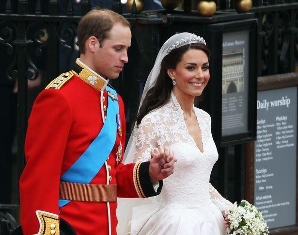 Tiết lộ lý do sau 10 năm yêu nhau, hoàng tử Anh mới cầu hôn người yêu