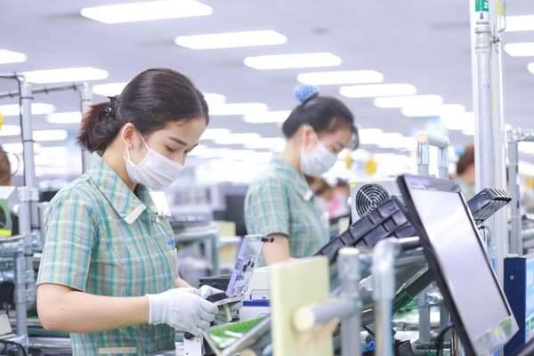 Giữa nỗi lo triệu người mất việc, doanh nghiệp tuyển cả vạn lao động