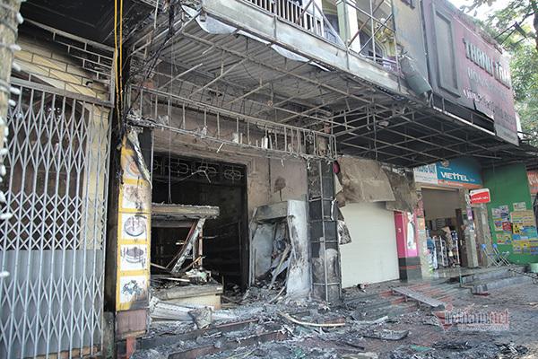 Cháy tiệm bánh lớn nhất Hà Tĩnh, nhân viên nữ nhảy từ tầng 2 thoát thân
