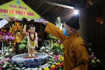 Nghi thức tắm Phật tổ chức trang nghiêm tại Yên Tử