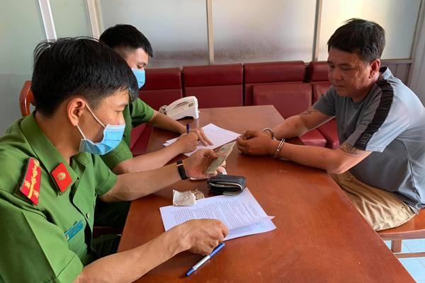 Bắt gã đàn ông chuyên đe dọa, thu tiền 'bảo kê' ở Đắk Lắk