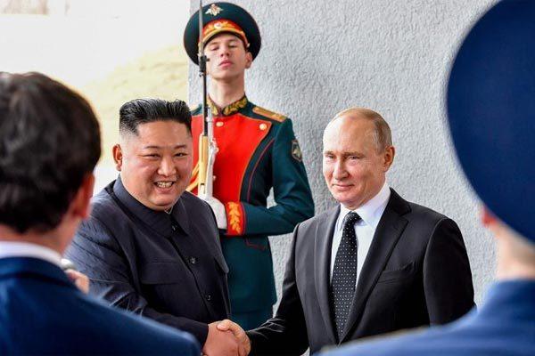 Putin trao tặng Huy chương Chiến thắng cho Kim Jong Un