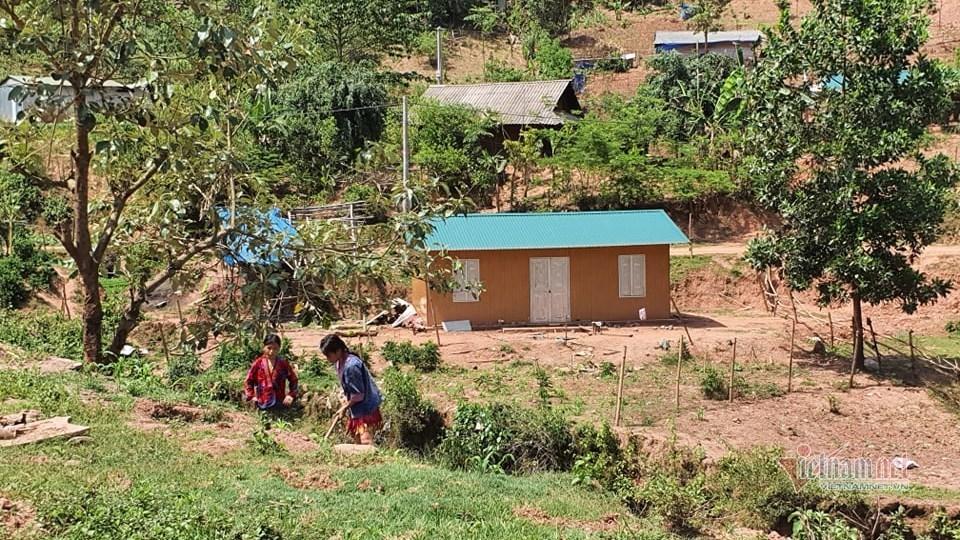 Gùi từng can nước, viên gạch lên đỉnh đồi, xây 1.200 nhà cho đồng bào Mường Nhé