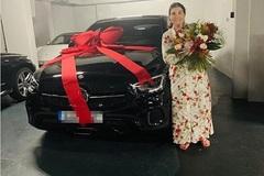 Ronaldo tặng mẹ Mercedes nhân dịp Ngày của Mẹ