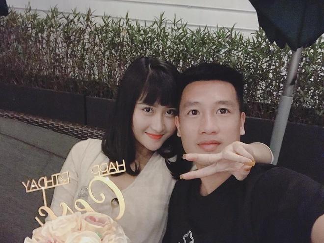 Cầu thủ Huy Hùng và bạn gái khoe ảnh cưới lãng mạn