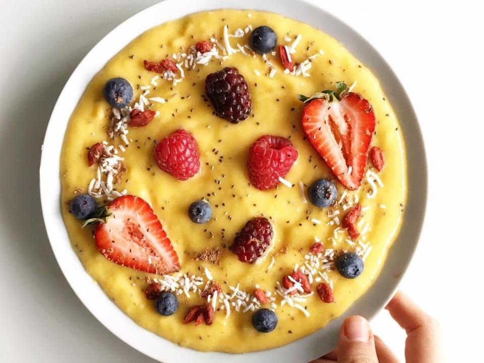 Chế biến bữa sáng nhẹ nhàng với nguyên liệu trái cây