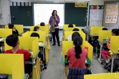 Học sinh trở lại trường, các nước đảm bảo an toàn ra sao?