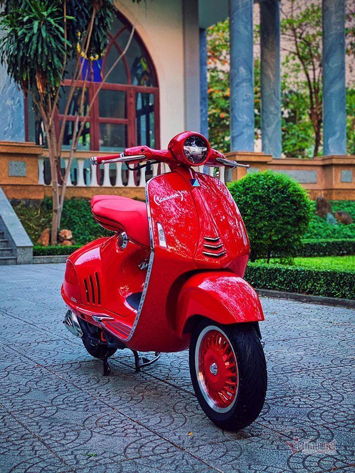 Sốt với Vespa đỏ biển ngũ quý 8 giá gần 700 triệu