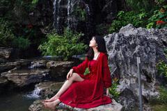 Vườn xương rồng, thác nước tuyệt đẹp dưới chân Hang Múa hút giới trẻ
