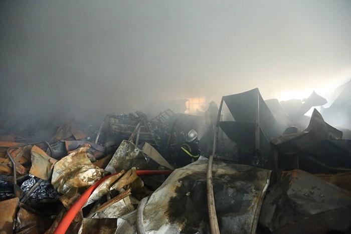 Cháy dữ dội ở khu công nghiệp Phú Thị, 3 công nhân tử vong