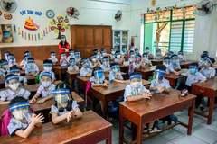 Thương học trò đeo mặt nạ lẫn khẩu trang