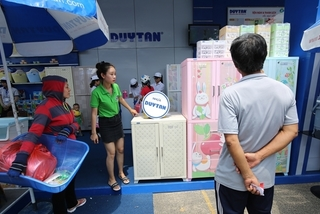 VN businesses switch from 'standby' to 'run' mode to earn money