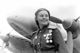 Hình ảnh nữ quân nhân Liên Xô đẹp rạng ngời thời Thế chiến Hai