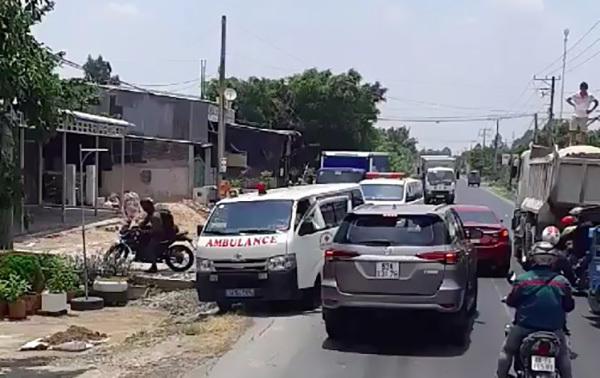 Kết cục của tài xế ô tô chạy lấn làn, ép 2 xe cứu thương vào lề đường