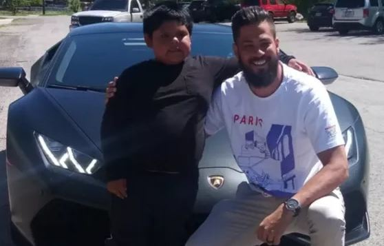 Bé trai 5 tuổi được chủ xe Lamborghini mời trải nghiệm lái xe