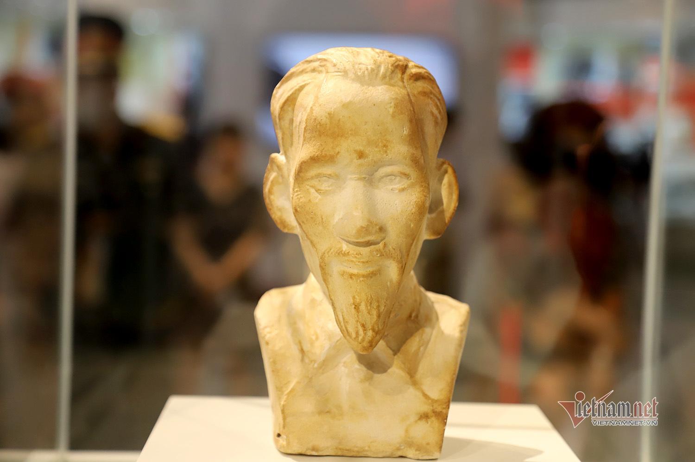 Bức tượng bán thân và sự trân quý của giám ngục Côn Đảo với Bác Hồ