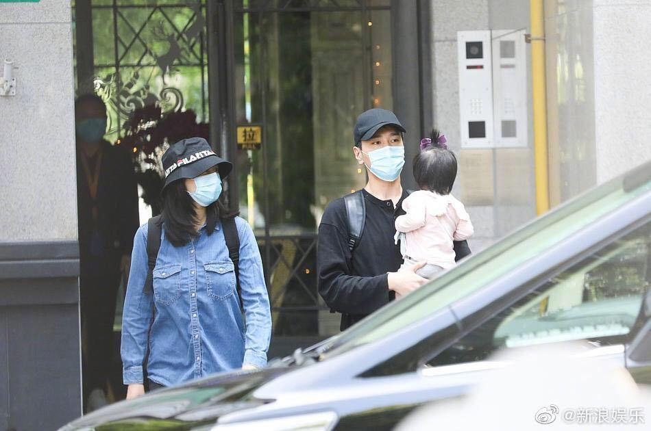 Dương Di hạnh phúc bên con gái, Lâm Phong bị chê già