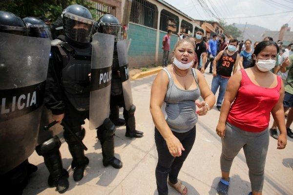 Ngăn an táng thi thể nghi mắc Covid-19, người dân Honduras đụng độ cảnh sát