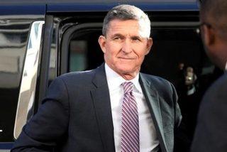 Cựu cố vấn ông Trump bất ngờ thoát truy tố dù đã hai lần nhận tội