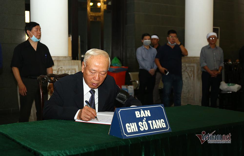 Thủ tướng viếng ông Nguyễn Đình Hương