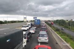 Cao tốc TP.HCM - Long Thành kẹt xe không xả trạm gây bức xúc dư luận