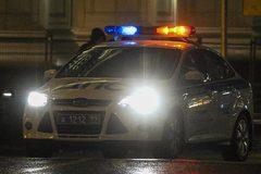 Xem bé trai trộm xe chở em gái đi chơi, cảnh sát Nga rượt toát mồ hôi