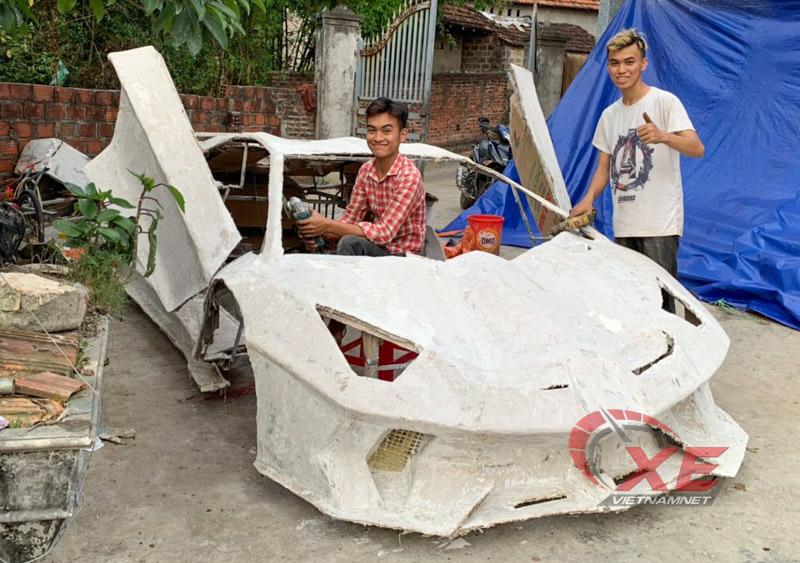 Chế 'siêu xe' bìa carton, chàng trai nổi tiếng chưa 1 lần ngắm xe thật