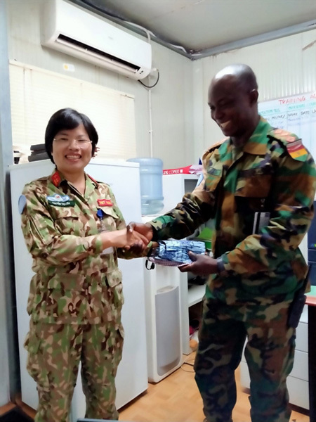 Vietnamese officer makes masks for UN staff in central Africa